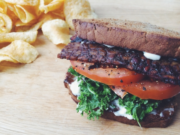 bacon kale tomato sandwich_hot for food