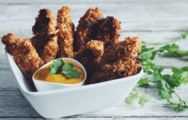 crunchy coconut cashew chik'un fingers & mango dipping sauce_hot for food