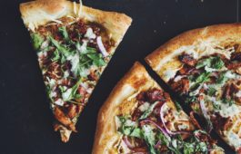 bbq chik'un pizza with ranch_hot for food