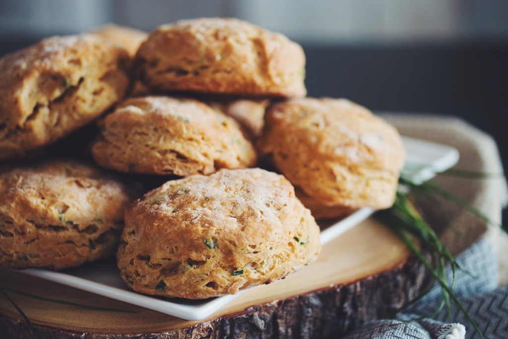 vegan cheesy chive biscuits_hot for food