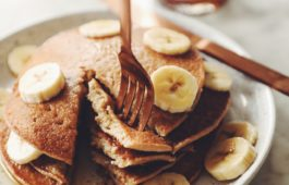 simple banana pancakes_hot for food