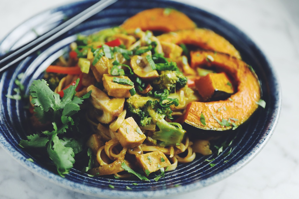 thai curry noodles & tofu_hot for food
