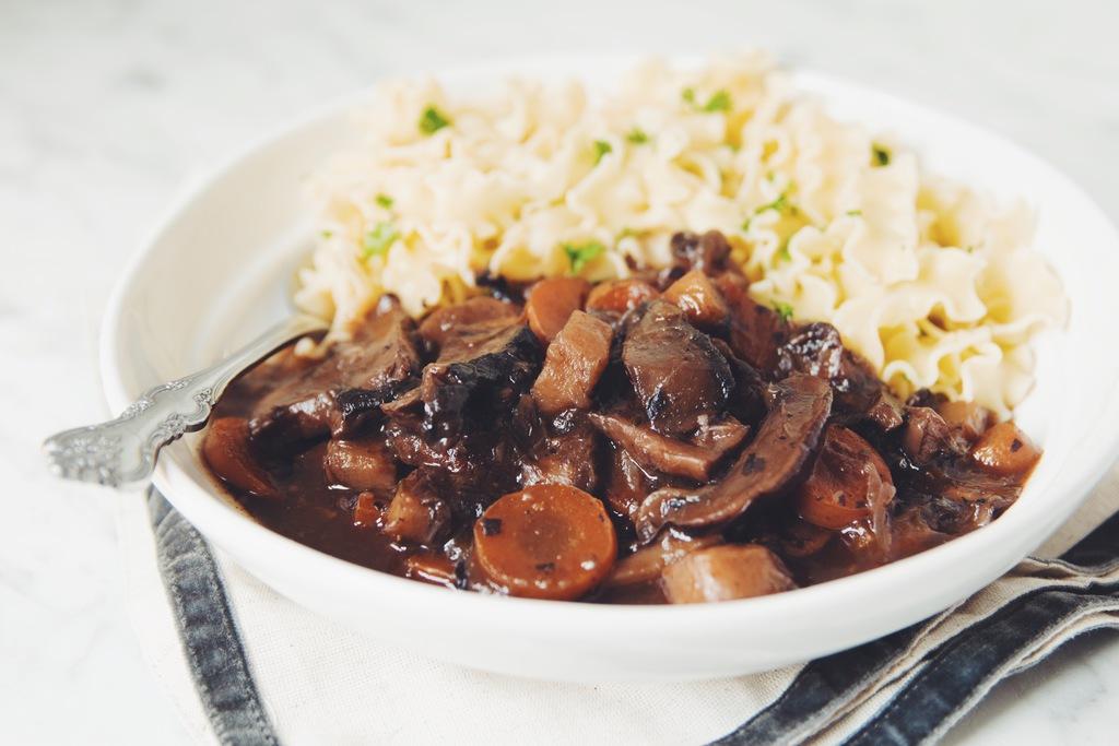 vegan mushroom bouguignon_hot for food