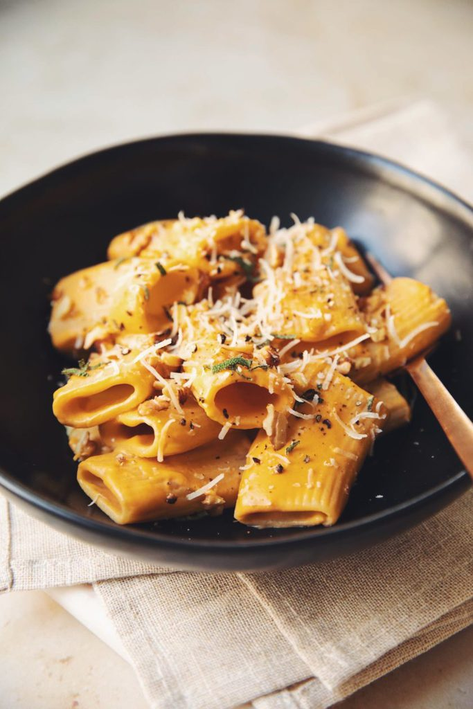 vegan-pumpkin-paccheri-pasta_hot-for-food