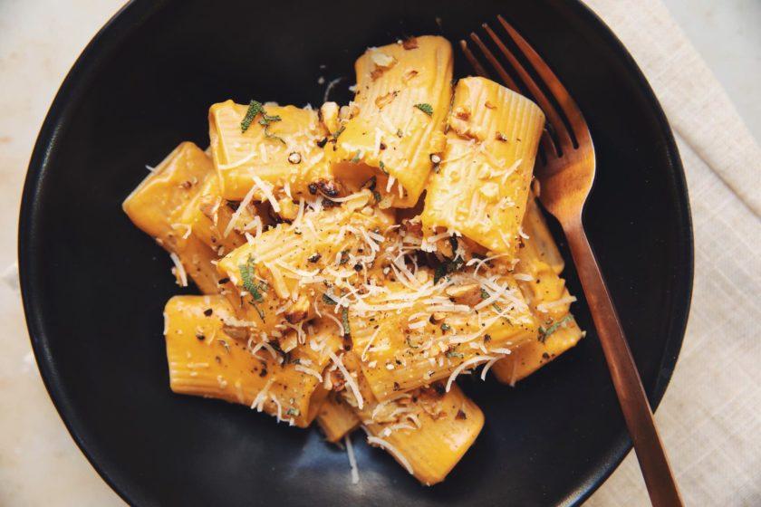 vegan-pumpkin-paccheri-pasta_hot-for-food