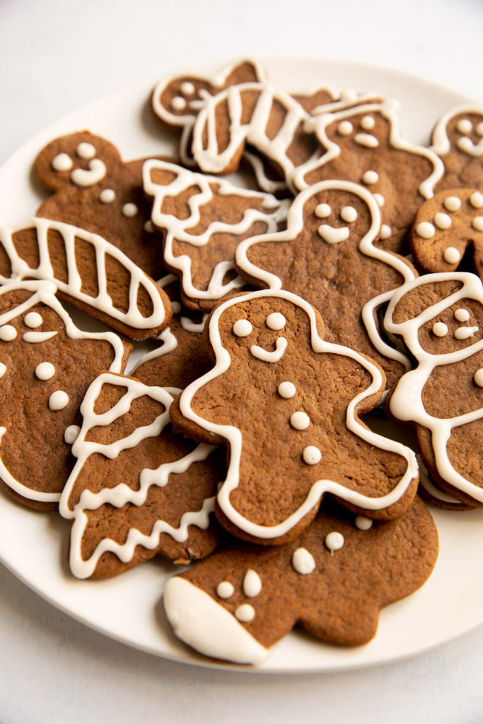 vegan-gingerbread-cookies_hot-for-food