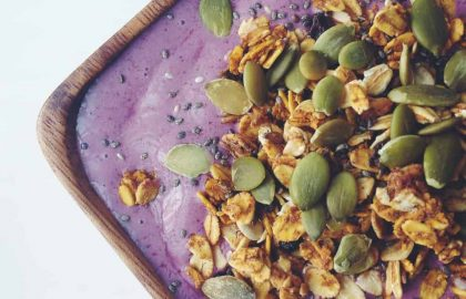 blueberry banana power smoothie bowl_hot for food