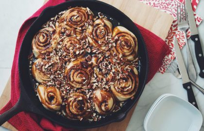 caramel pecan cinnamon rolls_hot for food