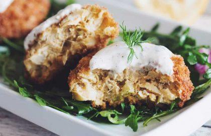 vegan crab cakes with horseradish dill tartar sauce_hot for food